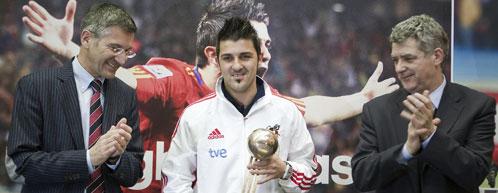 David villa recibe premio de Adidas